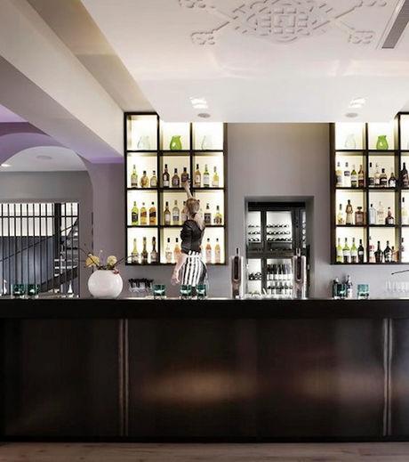 En plus du restaurant, l'hôtel Het Arresthuis accueille sa clientèle au bar