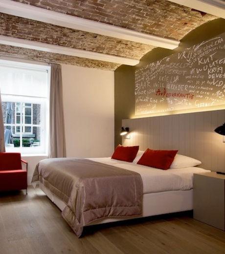 Les chambres de l'hôtel Het Arresthuis offrent les mêmes services mais sont toutes uniques dans leur décoration
